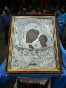 Традиционный Крестный ход с Казанской иконой Божией Матери